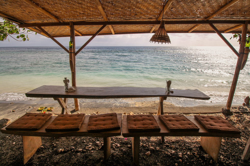 There are plenty of cosy beachside spots for lunch in Nisa Penida