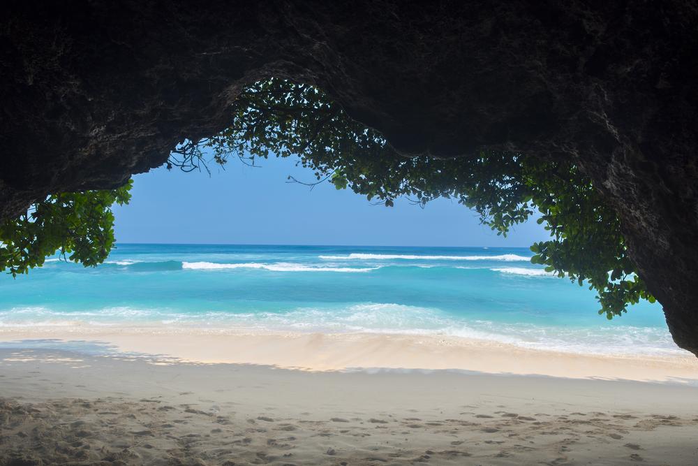 The Green Bowl beach is must-see in Uluwatu