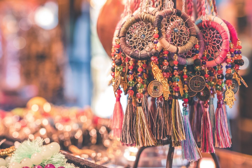 From malls to markets, Bali has unlimited shopping opportunities! https://unsplash.com/photos/-r_ZJcwAz7A